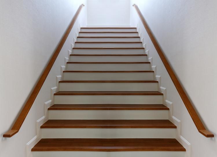 Escaleras bdr especialistas en parket - Como forrar una escalera de madera ...
